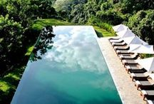 { splash } / Chic swimming pool I'd like to have in my garden. / by Scacco Alle Regine
