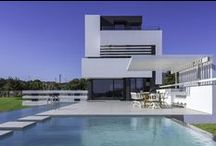 Modern homes with pools / Modern homes with equally fabulous pools. Pick up your cocktail and dip your toes in!