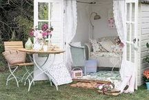 Cozy Corners / Places that would be perfect for sipping a cup of tea.