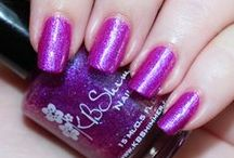 Nail Art and Manicures / Nail art, polish reviews, and tips for the perfect manicure.