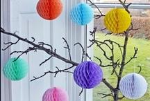 BOLAS PAPEL NIDO DE ABEJA / Inspiración y referencias de decoración con bolas papel de nido de abeja que se pueden encontrar en la tienda online Coccoli Home