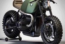 Cafe Racer Bikes / A café racer (/ˈkæf reɪsər/ kaf-ray-sər or more commonly /ˈkæfeɪˌreɪsər/ ka-fei-ray-sər) is a lightweight, lightly powered motorcycle optimized for speed and handling rather than comfort – and for quick rides over short distances.