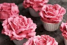 Decorated Desserts / Creative and cute decorated foods to be inspired by