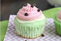 Cupcakes take the cake! / All things Cupcake related. Inspiration and recipes for cupcakes, flavor combinations, photographing, styling, and more.