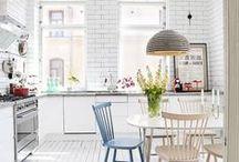 kitchen decor - farmhouse & more / Pretty farmhouse kitchen and cottage kitchen home decor ideas, plus some rustic and modern kitchen examples on Pinterest! #kitchen #farmhouse #cottage #homedecor #DIY #projects #homeimprovements
