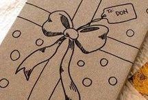 DIY: Geschenkverpackungen / Ein hübsch verpacktes Geschenk - da freut sich der Beschenkte doch gleich doppelt! Und Schenken macht doppelt soviel Spaß, wenn man sich schon beim Verpacken auf die Begeisterung des Beschenkten freuen kann. Auf diesem Board findet Ihr tolle Inspirationen zu hübschen Geschenkverpackungen!
