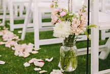 • Mariage Champêtre • / Vous rêvez d'une cérémonie laïque pour votre mariage ? Vous aimeriez qu'elle se fasse dans un champ ou en-dessous d'un grand arbre en plein été ? Vous allez adorer le thème de mariage champêtre, inspiré de la nature et des fleurs. > Style champêtre, à découvrir tout de suite dans ce board. / by Print Your Love Studio