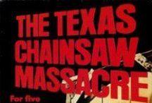 Top 10 der coolsten Kettensägen-Movies / Unserer Vorschläge für die besten Horrorfilme, in denen eine Kettensäge zum Einsatz kommt. Wer weiß noch weitere Splatter-Movies mit Chainsaw als Mordwerkzeug.