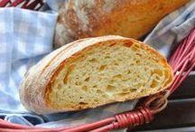 Miris toplog kruha / Miris svježe ispečenog kruha nas vraća u djetinjstvo, budi pozitivne emocije, relaksira i uveseljava. Samo malo brašna, vode i kvasca zajedno daju namirnicu bez koje gotovo nema niti jednog obroka. / by Coolinarika Podravka