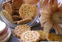 Hrskavi keksići /  Jednostavno, bili oni slani ili slatki podjednako uživamo kako u njihovom okusu tako i milozvučnom krckanju. / by Coolinarika Podravka