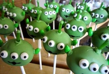 CAKE POPS / by Vicki Griffin