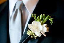 Flores na lapela / #casamento #wedding #noiva #noivinha #bride #estilo #style #moderno #modern #divino #divine #vestido #dress #ovestidoideal #realdress #renda #lace #casar #marry #marriage / by Raissa Ferreira