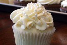 Cakes & Cupcakes / by Courtney Jones