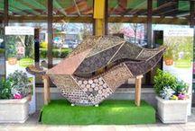Nos plus beaux hotels à insectes / Botanic® a organisé un grand concours auprès de ses magasins. Le thème : construire le plus bel hôtel à insectes ! Voici les œuvres de tous les magasins ayant participé. Bravo à toutes les équipes pour leur imagination !