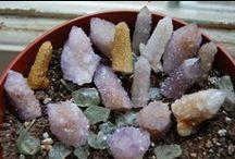 Tarot : Astrology : Stones / Tarot cards.  Astrology.  Crystal healing with stone medicine.