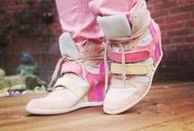 CONLEYS ♥ Cinderella Story / Schuhe können Leben verändern, deshalb sollte jede Frau einen gut gefüllten Schuhschrank besitzen in dem für jeden Anlass, für jedes Fest oder auch einfach für jedes tägliche Outfit das passende Paar Schuhe wartet.