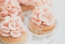 Champagne Cupcakes / Champagne Cupcake inspiration + Non-alcoholic recipe on http://Prettypolishedperfect.com/rose-lemonade-cupcakes-like-pink-champagne/ @prttyplshdprfct