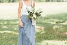 Richtig angezogen zur Hochzeit / Du bist auf einer Hochzeit eingeladen und suchst nach dem passenden Outfit? Wir haben eine schöne Auswahl an Kleidern, Röcken, Jumpsuits ... für euch herausgesucht.