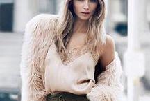 CONLEYS ♥ Khaki und Nude / Nude-Mode ist bereits seit einigen Jahren im Trend. Jetzt werden die hellen Nudetöne mit dunklem Khaki kombiniert, heraus kommt ein Mix von zwei Farbrichtungen der nicht nur gut miteinander harmoniert, sondern auch jede Fashionista zum strahlen bringt.