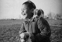 """Max Penson i l'Uzbekistan en temps de l'URSS / Max Penson (1893-1959) un dels millors fotògrafs de l'història de la URSS que va ésser reconegut internacionalment al 1937 amb la  Medalla d'Or de l'Exposició Universal de París per la seva obra coneguda com  """"La Madonna uzbeka"""", el retrat d'una dona jove que alleta públicament al seu nadó. http://ambdestinacioasamarcanda.blogspot.com.es/2013/09/max-penson-un-poema-visual-de-la.html"""