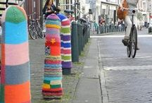 da bomb / Yarn bombing and fibre graffiti as street art.