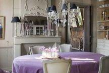 Dinning room ✰ Salle à manger / La pièce ou l'endroit qui est dédiée au repas
