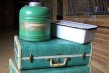Autre idée de la valise ✰ suitcase / La valise quand elle a fini de voyager se retrouve là où on ne l'attend pas.