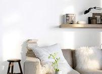 """Déco Blanc / Qu'il soit blanc nacré, coton, craie, neige ou porcelaine... Le blanc est un """"vrai choix"""" déco. Il agrandit les espaces et rehausse les autres couleurs. Synonyme de pureté et d'équilibre, il est intemporel et convient à toutes les pièces de la maison. Pour une ambiance moins monacale il peut aussi se décliner en blancs colorés. A vous de choisir votre décoration idéale autour des blancs."""