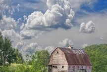 Old farm buildings and houses / by Carol Kuhfahl