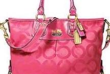 women's handbags and purses / by Diana Mugford