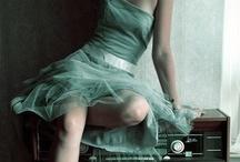 Cool stuff: dress chapter / by Giulia van Pelt
