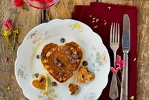 Yummy : desserts / by Giulia van Pelt
