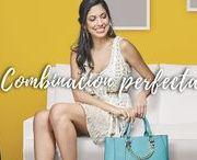 Combinación de sandalias y bolso azul