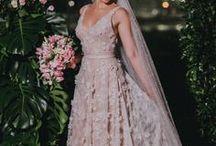 Vestidos de Noiva dos sonhos -  Casmento / Muitas noivas sonham durante toda a sua vida com o vestido de noiva, outras são práticas e deixam pra pensar no vestido branco quando o momento certo chegar. Mas uma verdade é certa: seja qual for o seu estilo ou o seu sonho, sempre haverá um vestido de noiva perfeito pra você <3