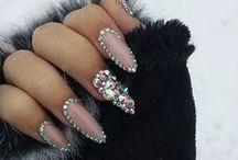 Nails / by Cher Bonheur