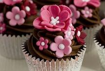 Cupcakes galore / by Ilse Depré