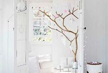 Light and White Homes / by Caroline Alix