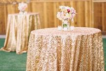 Glittery Wedding Details / Who doesn't want a little sparkle at their wedding!? Our favorite glittery details