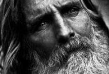 Entretenir sa barbe / Pour faire de vous des vrais bonhommes, voici quelques essentiels du poils pour entretenir sa barbe. http://www.sodandy.com/entretenir-sa-barbe/