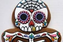 Dia de Los Muertos / Whether you celebrate Halloween, All Hallows Eve or Dia de los Muertos, it's the season to peek through the veil, decorate for the spirits and feed the soul.