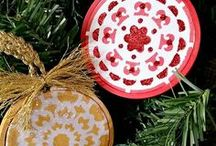 Ornament Exchange / All handmade ornament tutorials from the #ornamentexchange participants. Lean how to make all sorts of Christmas ornaments. #2017ornamentexchange