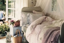 Bedroom decor / A place to be cozy...and dream! / by TeacupsandConfetti