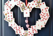 Made with playing cards / Speelkaarten in alle kleuren, afmetingen en vormen. Maar met speelkaarten kan je nog veel meer doen! Dit bijvoorbeeld.