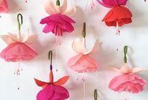 Made up flowers / ....papier, stof en ander materiaal, maak je zelf. En zo doe je dat.