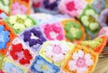Granny squares / Vierkantjes, rondjes, hartjes, voor tassen, onderleggers, vaatdoeken, dekens en veel meer. Kleurrijke granny squares komen hier samen.