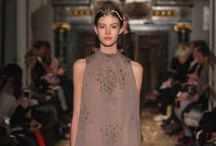 Valentino Haute Couture Spring/Summer 2016 Collection / For the Valentino Haute Couture Spring/Summer 2016 Maria Grazia Chiuri and Pierpaolo Piccioli imagine a collection with a lyrical touch looking at the figure of Mariano Fortuny, the artist on the borderline between Eastern Byzantine and Western Classic. The collection has a vertical and airy approach. The shapes are fluid, consistencies are impalpable: overlapping tunics, pleated velvet delphos, column dresses with intangible consistency and in a harmony of delicate colors.