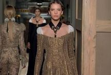 Valentino Haute Couture Fall/Winter 2016 - 17 Collection / In the 400th anniversary of William Shakespeare's death, Creative Directors Maria Grazia Chiuri and Pierpaolo Piccioli explore the idea of theatrum mundi for the Valentino Haute Couture Fall/Winter 2016-17 Collection. From the Elizabethan playwright they don't grasp the stories, the plot or the protagonists, but the capacity of penetrating into the human spirit and depicting it with vivid accuracy in all its aspects and implications.
