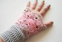 Free Crochet Patterns Gloves, Mittens, Fingerless Gloves and Wristlets / great patterns for fingerless gloves, mittens and wristlets. All Free Crochet Patterns