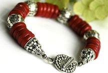 Bracelets to Make / by Christine Heib