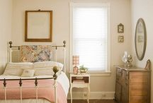 guest bedroom / by Kelly Woods